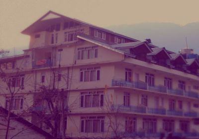 Hotel Shandela - A stroll view from the Mall Road
